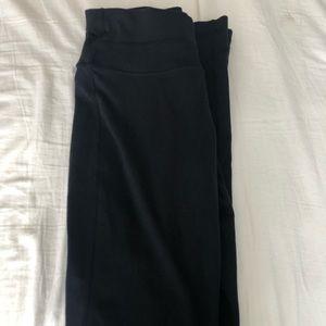 Black lululemmon yoga pants